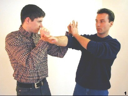 Figure 1 - SIfu tries to displace the left hand of the opponent