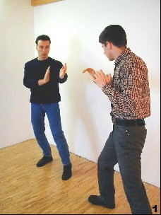 Wing Tsun Exercise 3, Fig. 1 - The intentions of the opponent are still unclear
