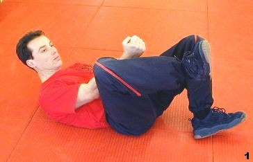Wing Tsun Exercise 77, Fig 1 - Sifu dragos bends his leg for protection