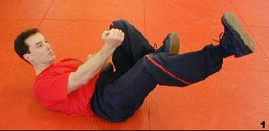 Wing Tsun Exercise 79 - Chain Kicks, Fig. 1