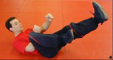 Wing Tsun Exercise 79 - Chain Kicks, Fig. 4