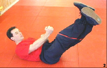 Wing Tsun Exercise 80, Fig. 2 - He applies the scissors stretch
