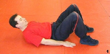 Wing Tsun Course, Fig. 1 - Sifu bends his knees