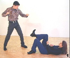 Wing Tsun Exercise 86, Fig. 1 - The opponent is comming closer