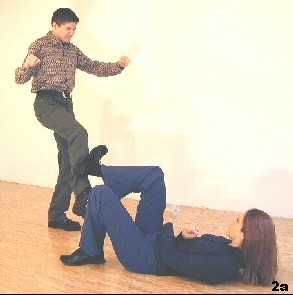 Wing Tsun Exercise 86, Fig. 2a - The opponent`s kick is beeing deflected by a stopkick
