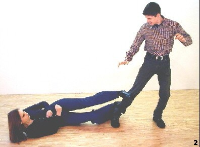 Wing Tsun Exercise 87, Fig. 2 -  Melanie applies a shin lock