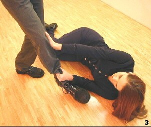 Wing Tsun Exercise 88, Fig. 3 - She applies a lock to the opponents leg