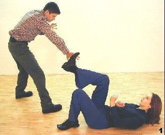 Wing Tsun Exercise 89, Fig. 1 - The opponent tries to grap Melanies leg